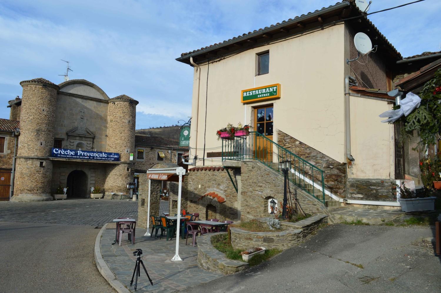 Vue sur l'entrée de l'Ancienne Chartreuse